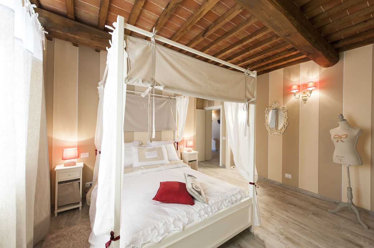 Camere Con Letto A Baldacchino : Camere dell amore agriturismo toscana bed and breakfast bb siena
